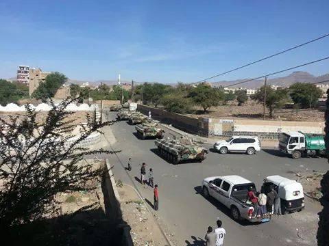 دبابات نهبها الحوثيون من معسكر التلفزيون