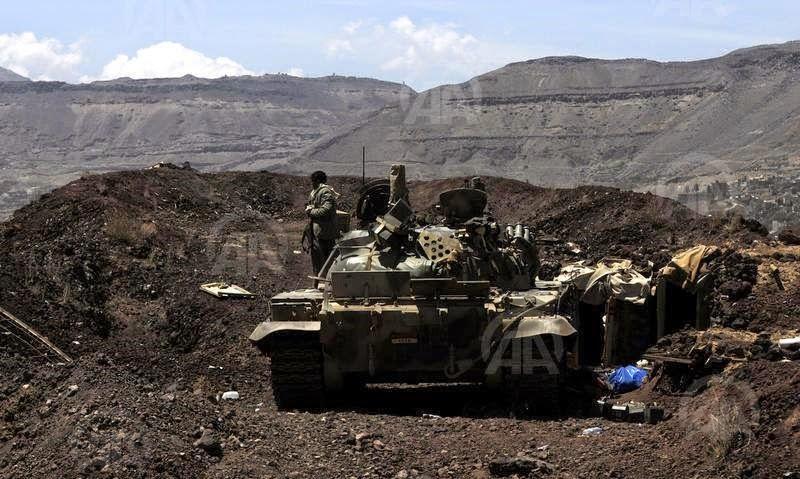 الحوثيون ينهبون اسلحة الفرقه